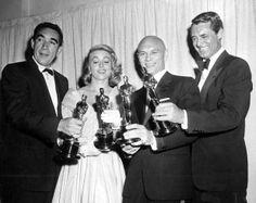 Anthony Quinn, Dorothy Malone, Yul Brynner y Cary Grant (de parte de Ingrid Bergman)
