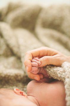 Leni Grace – Entspannte Neugeborenenfotos zu Hause in Bad Schönborn » aline lange FOTOGRAFIE