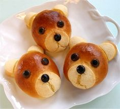 Teddy Bear Rolls - These would be cute to make, but I don't think I could eat them.  It would be too sad to have to munch off his head bite-by-bite.