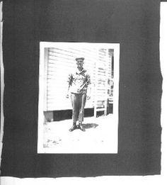 Original-vintage-WW2-photographs-of-soldiers-1942-3-1-2-X4-1-2