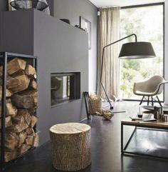 salle à manger arbre | Un tabouret ou une table d'appoint avec un tronc d'arbre°°