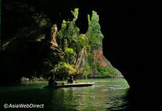 Paddle through caves into the mysterious hearts of islands such as Koh Panak and Koh Hong