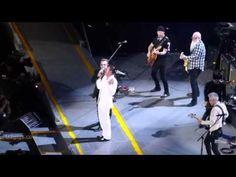 Eagles Of Death Metal participam do show do U2 em Paris. Veja! #Cantora, #Hoje, #Música, #Paris, #Show, #Vídeo http://popzone.tv/2015/12/eagles-of-death-metal-participam-do-show-do-u2-em-paris-veja.html