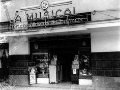 A Musical, loja especializada em aparelhos musicais. Funcionou até o início da década de 1990 na Rua do Imperador, aonde hoje é a Galeria Quartier, embaixo do antigo Hotel D. Pedro. Foto sem data