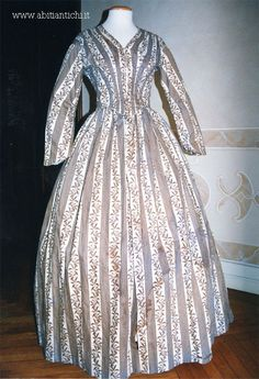 Whole dress in printed cotton. Closed by metal hooks in the front center. c. 1844