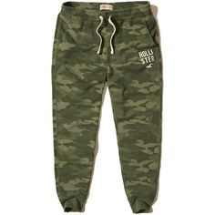 Hollister Graphic Fleece Skinny Jogger Pants ($40) ❤ liked on Polyvore featuring men's fashion, men's clothing, men's activewear, men's activewear pants and green camo