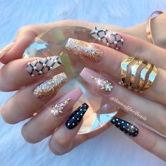 21 Sassy Nails Designs to Finish Your Trendy Look Stammes Nagel Designs Glam Nails, Bling Nails, Toe Nails, Perfect Nails, Gorgeous Nails, Pretty Nails, Nail Swag, Nail Art Inspiration, Nail Art Designs