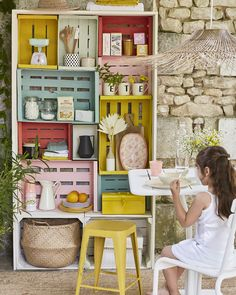 bookcase diy crates wood - Ikea DIY - The best IKEA hacks all in one place Upcycled Home Decor, Diy Home Decor, Diy Recycling, Diy Rangement, Wooden Crates, Reggio Emilia, Diy Hacks, Sweet Home, Marie Claire