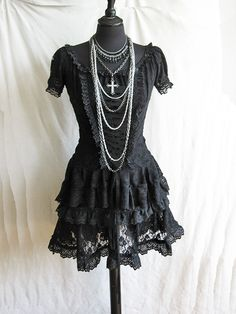 I would wear this everyday, its beautiful!!!