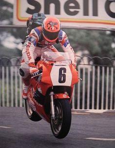 Steve Hislop with: Honda VFR750R (RC30) 1990 Isle Of Man TT