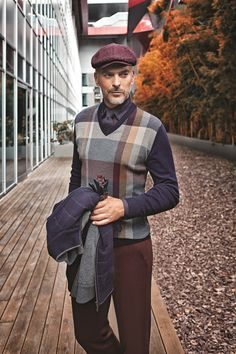 It is the perfect season of vests which you can have a classic or sporty look / Klasik ya da spor görünüm elde edebileceğiniz yeleklerin şimdi tam mevsimi #smart #casual #smartcasual #man #karaca #menstyle #autumn #winter #fresh #pants #look #tshirt #outfit #shirt #basic #jean #blazer #jacket #coat #canvas #sport #stylish #style #elegant #design