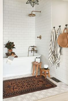simple ideas for bathroom decor. - - Wood table DIY simple ideas for bathroom decor. Boho Bathroom, Chic Bathrooms, Simple Bathroom, Bathroom Ideas, Bathroom Vintage, Bathroom Inspo, Bathroom Towels, Master Bathroom, Bathroom Basin