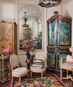 Inside Iris Apfel's NYC apartment. I want those chairs!