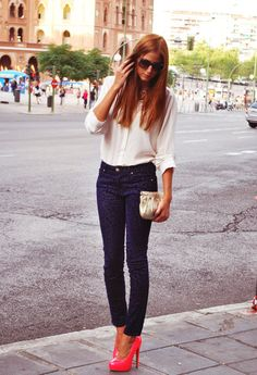 Wowwee. Ivory blouse with pleated front paired with navy animal print skinnies & a paid of stunning pink pumps.