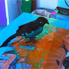 En güzel dekorasyon paylaşımları için Kadinika.com #kadinika #dekorasyon #decoration #woman #women #birds #ravenbird #figurine #decoration #toy  #art #artistic #artsy #beautiful #psychedelicart  #daring #different #digitalart #raven