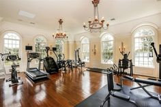 and spacious. this home gym combines fitness, luxury, class and elegance!Elegant and spacious. this home gym combines fitness, luxury, class and elegance! Home Gym Design, Design Your Home, House Design, Design Room, Fitness Design, Luxury Gym, Luxury Homes, Home Gym Machine, Gym Room At Home
