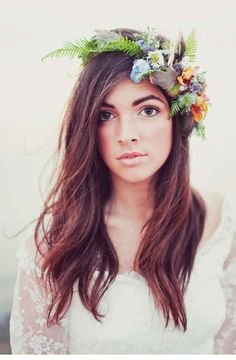 Love this slightly different take on the flower crown <3