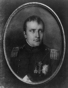 A miniature Napoleon Quotes, Napoleon Josephine, Napoleonic Wars, Ancient Rome, Interesting Faces, Regency, Egypt, Gentleman, Miniatures