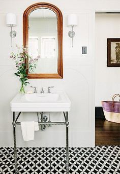 We can't decide what we love most: the industrial style floating sink, fresh wildflowers, or bold black and white patterned floor tiles in this sweet bathroom. We'll take it all! See more from our 20 Questions for Jessica Helgerson on our Style Guide here!: