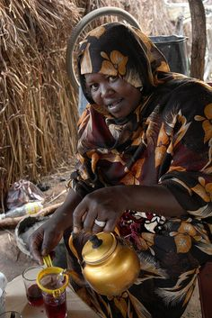 Lady making karkade (hibiscus tea) in café in Yida (refugee camp/village in South Sudan     2012 001 South Sudan48 by ngari.norway, via Flickr