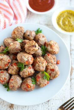 Super simple to make, Turkey Meatballs are so easy and so tasty. Pl… Super simple to make, Turkey Meatballs are so easy and so tasty. Plus they're made without gluten or dairy, so just about anyone can enjoy them! Baby Food Recipes, Paleo Recipes, Cooking Recipes, Free Recipes, Paleo Food, Ground Turkey Meatballs, Turkey Meatballs Gluten Free, Pasta