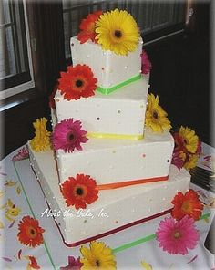 Baking your own wedding cake: A great breakdown for tiered cakes