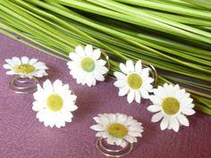 6 Curlies mit Gänseblümchen-Blüten  von Petras-Welt auf DaWanda.com