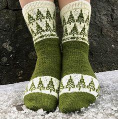 Hylestad pattern by Evelina Roos Ravelry: Hylestad pattern by Evelina Roos. Crochet Socks, Knitted Slippers, Knitting Socks, Hand Knitting, Knit Socks, Knitting Machine, Crochet Granny, Lots Of Socks, Loom Knitting Stitches