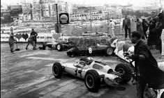 Innes Ireland (UDT-Laystall Racing Team), Lotus 24 - Climax V8 (RET)Innes avoids the wrecked cars of Rochie Ginther (BRM P48/57 - no.8) and Maurice Trintignant (Lotus 24 - no.30).1962 Monaco GP