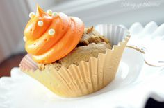 Easy Pumpkin Cupcakes only need pumpkin and spice cake mix. Inservice 2nd dessert!