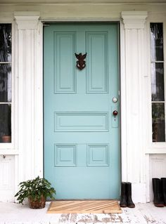 10 Colorful Front Doors That Redefine What It Means to Make an Entrance