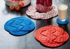 Puno köydestä pannunalunen   Meillä kotona Craft Projects, Projects To Try, Project Ideas, Christmas Makes, Christmas Ideas, Ribbon Work, Some Ideas, Crochet Stitches, Macrame