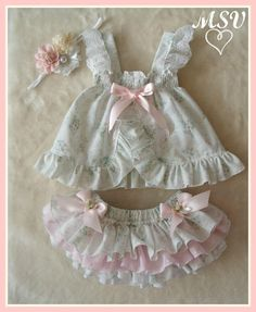 53 trendy Ideas for sewing baby doll clothes children Baby Outfits, Little Girl Dresses, Kids Outfits, Baby Dresses, Dress Girl, Baby Bloomers, Baby Doll Clothes, Baby Sewing, Kind Mode