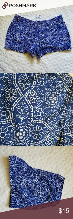Old Navy shorts blue batik Greece beach summer 2 Old Navy blue shorts with an all over batik style pattern. Size 2 Old Navy Shorts