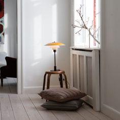 Decoicono: The lamps of Poul Henningsen for Louis Poulsen - Home Design & Interior Ideas Retro Lighting, Lighting Ideas, Mid Century Modern Lighting, Living Room Modern, Danish Design, Interior Design Inspiration, House Design, Furniture, Home Decor