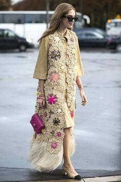 Chiara Ferragni rocked them around Paris Fashion Week with a boho-inspired twist. Chiara Ferragni rocked them around Paris Fashion Week with a boho-inspired Gilet Crochet, Crochet Coat, Crochet Clothes, Fashion Week Paris, Trend Fashion, Fashion Spring, Fashion Styles, Fashion Models, Style Fashion