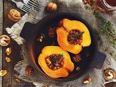 . Faible en calories, le coing est riche en fibres, vitamine C et potassium. Il est disponible à l'automne.