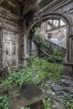 Nature's House by mizfirestormue - Photo 118057757 / Abandoned Mansion For Sale, Abandoned Castles, Abandoned Mansions, Abandoned Places, Old Buildings, Abandoned Buildings, Beautiful Ruins, Beautiful Places, Beautiful Pictures
