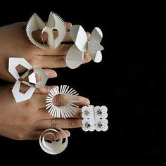 A criação.com: All Year Rings by Tithi Kutchamuch and Nutre Arayavanish.