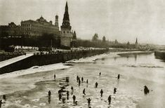 Прогулка по Москве 1920-х годов Moscow Kremlin, Old Street, Vintage Photographs, Architecture, Street Photography, 1920s, Paris Skyline, History, Gentleman