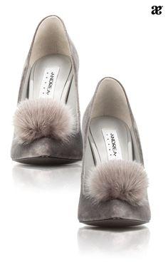 Amamos nuestros zapatos, en especial los pumps ❤️ a parte de ser muy sexy, son fashion y bastante románticos. Manténte informada y a la moda con nuestro Blog Andrea.