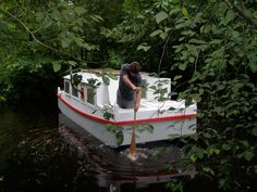 Shanty Boat, Expedition Truck, Small Boats, Wooden Boats, Beavers, Shallow, Cabin, Magazine, Building