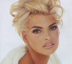 Linda Evangelista with the blonde hair. makeup by kevyn aucoin
