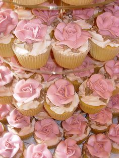 Dusky Pink Piped Roses by www.lilycupcake.co.uk
