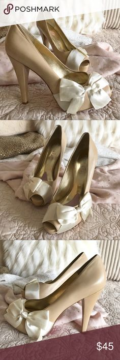 Paris Hilton Bow Heels, Beige, 8.5 Brand: Paris Hilton Style: Pumps, Leather Color: Beige, Ivory Size: 8.5 Paris Hilton Shoes Heels