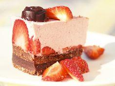 Kakku voi olla ihana, se voi olla suloinen ja se voi olla hyvinkin kaunis. Kakku voi huokua hyvää oloa ja tuoda hymyn huulille. Kakku ...