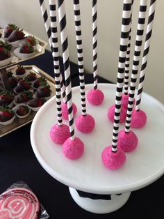Cake pops Birthday Candy, Cake Pops, Buffet, Bar, Desserts, Food, Meal, Cakepops, Buffets