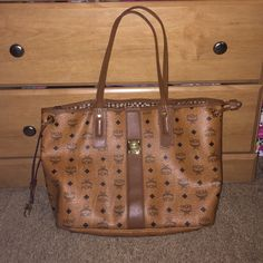 MCM bag Reversible Liz Tote; Clutch not included. Cheaper on Ⓜ️ (price $380 on merc). Excellent condition. I'll send you more pics if need be MCM Bags Totes