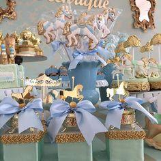 Carrossel para o Henrique. Na imagem lembranças por Lala petit e biscoitos @doce_alegria  #festacarrossel #festademenino #carrossel #festainfantil #kidsparty
