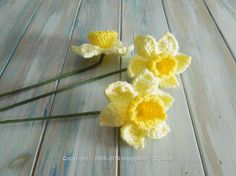 We thought we bring you a bit of spring happiness with some crochet spring daffodils. Learn how to make these gorgeous daffodils and get the FREE pattern . Unique Crochet, Love Crochet, Beautiful Crochet, Easter Crochet Patterns, Crochet Crafts, Crochet Projects, Crochet Puff Flower, Knitted Flowers, Crochet Flower Tutorial